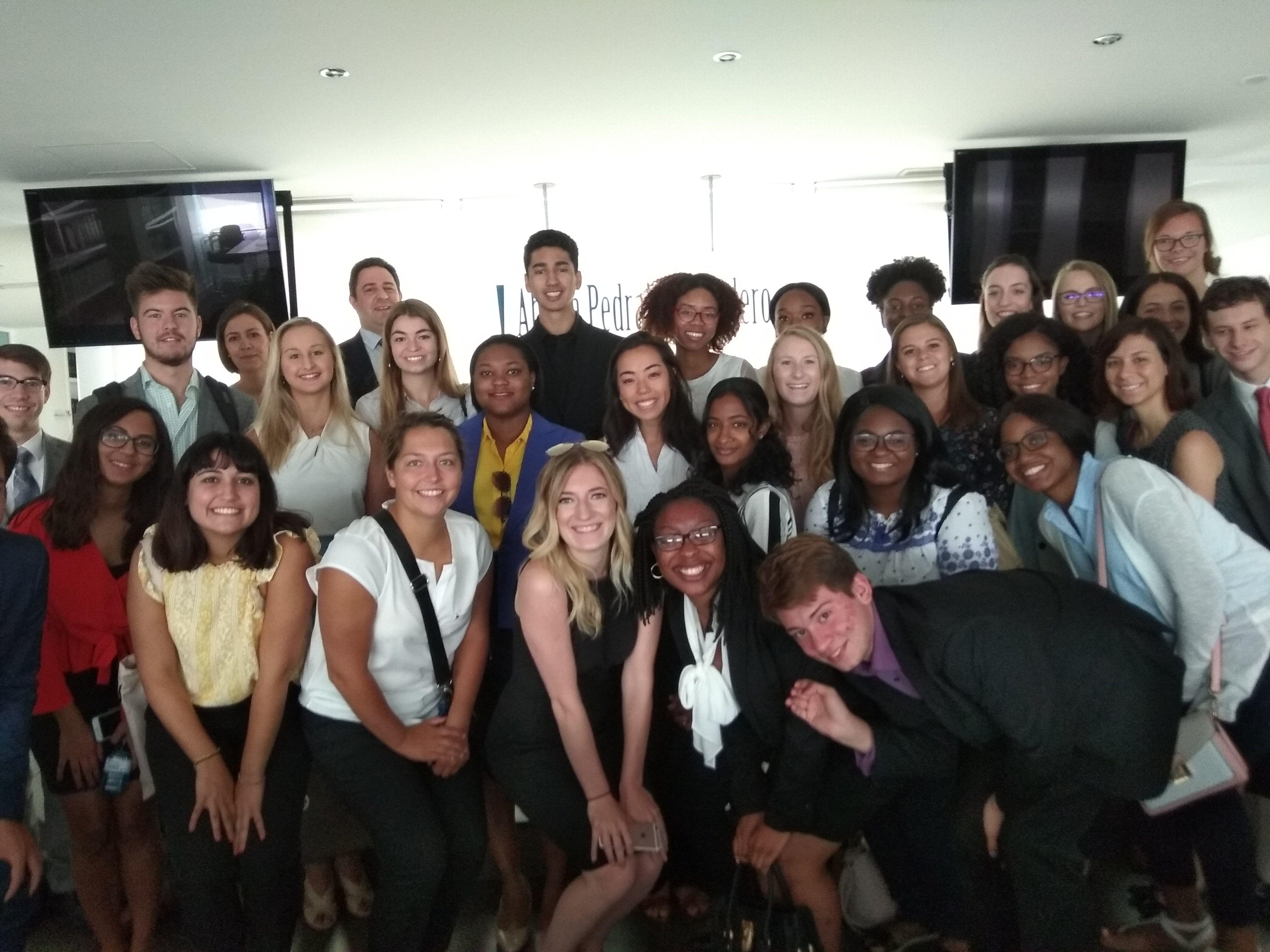 Abdón Pedrajas recibe a los alumnos de la institución americana The Lex Fellowship en su visita a Madrid
